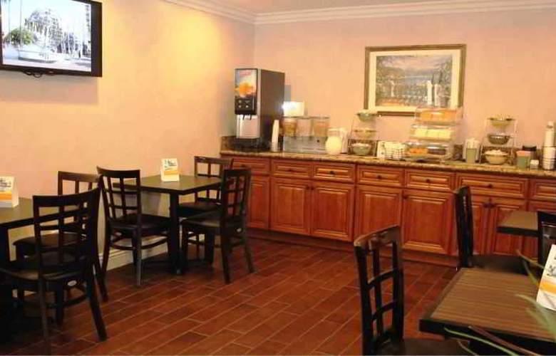 Econo Lodge Maingate - Restaurant - 5