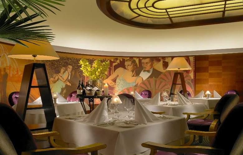Radisson Blu Alcron Hotel - Restaurant - 30