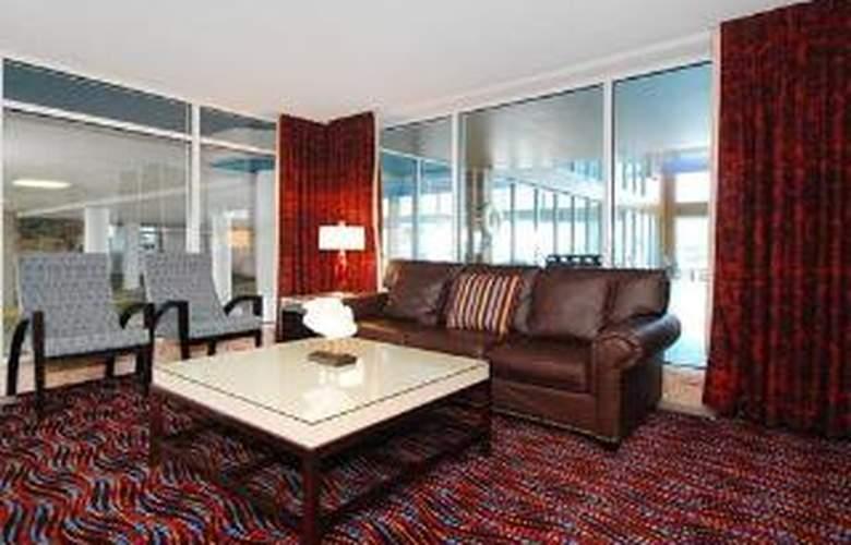 Quality Inn & Suites Beachfront - General - 1
