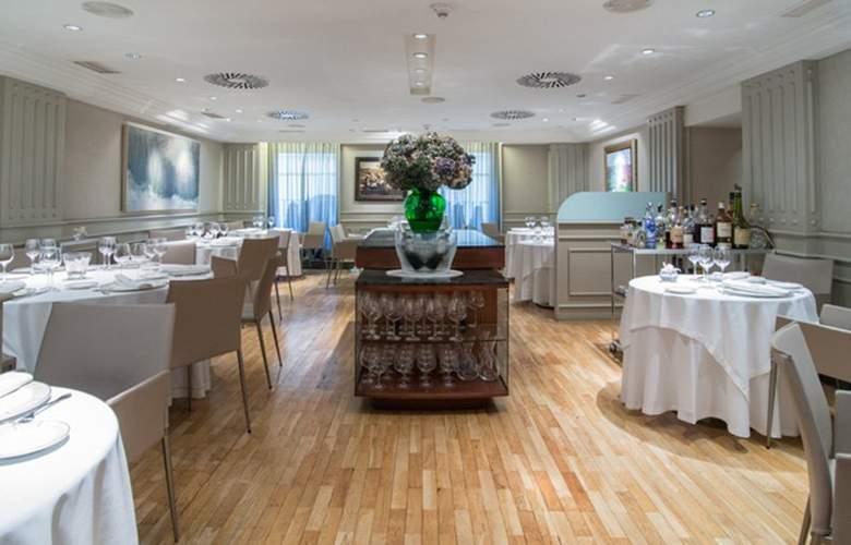 Sercotel Europa Pamplona - Restaurant - 11