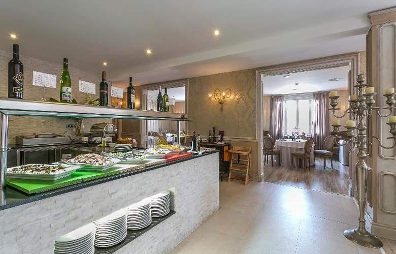 Grand Palladium Palace Ibiza Resort & Spa - Restaurant - 34