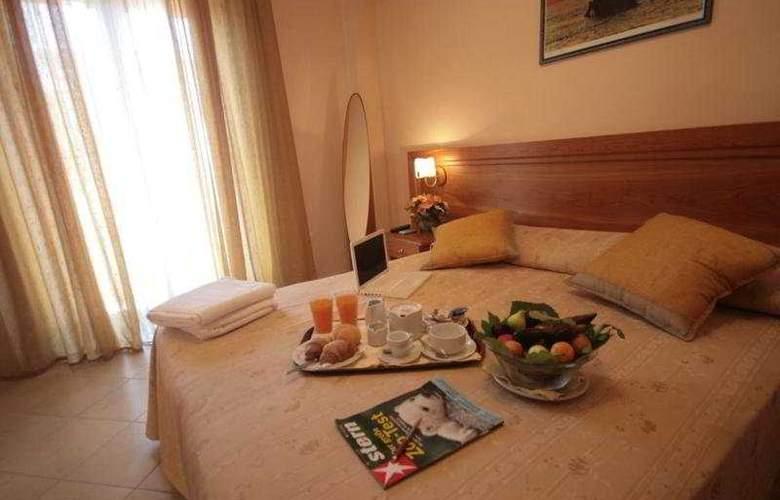 La Bussola - Room - 0