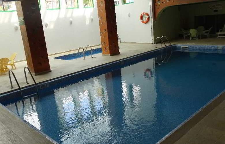 Turial Park - Pool - 19