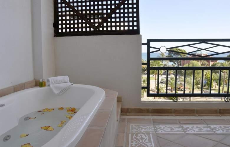SH Villa Gadea - Room - 18