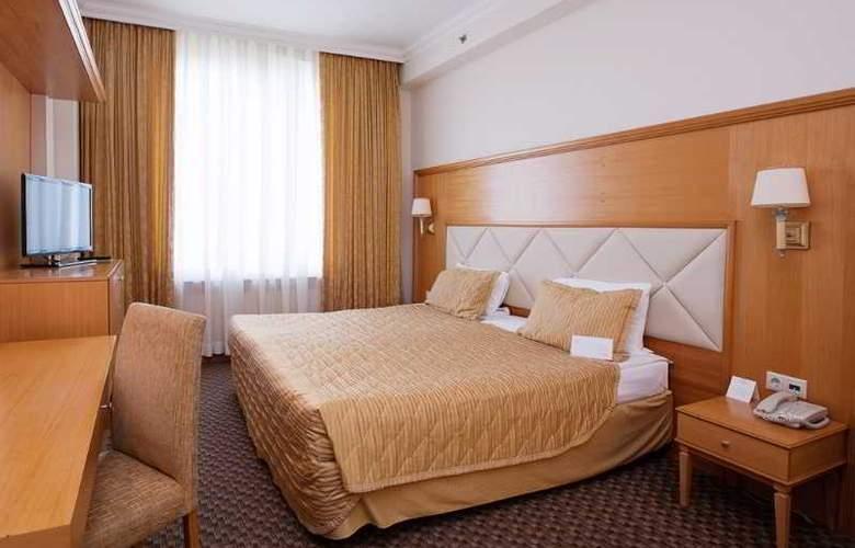 Milan - Room - 12