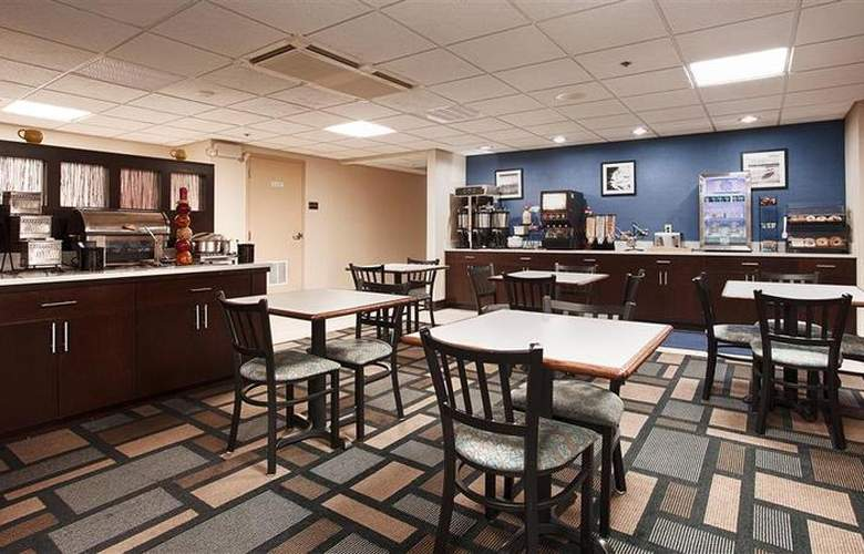 Berkshire Hills Inn & Suites - Restaurant - 93