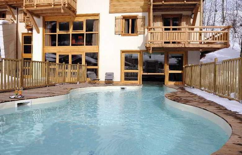 L'Adret - Pool - 10