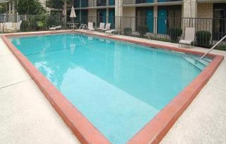 Quality Inn Orlando Airport - Pool - 5