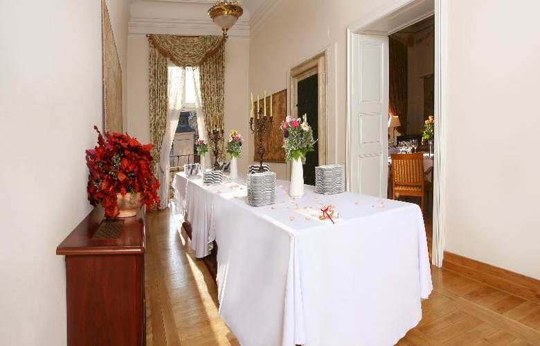 The Bonerowski Palace - Conference - 16