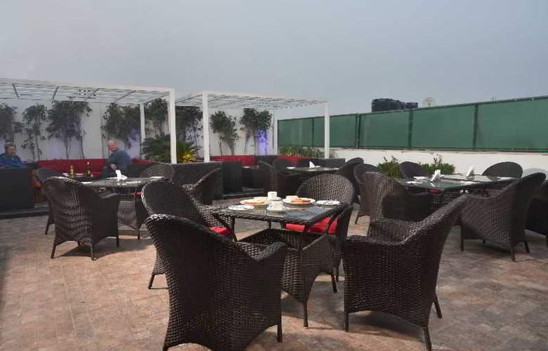 Hotel Le ROI - Terrace - 8