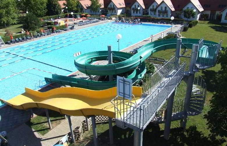 Lipa - Pool - 2