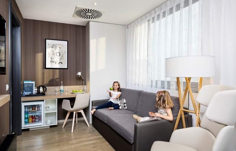 Occidental Praha - Room - 9