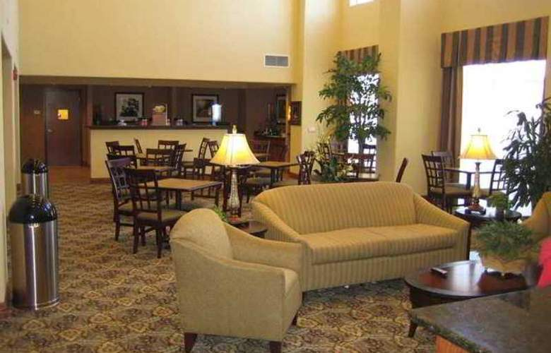 Hampton Inn and Suites Brownsville - Hotel - 4
