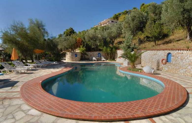 Vassilias beach - Pool - 1