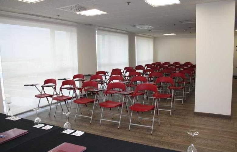 Tulip Inn Zaragoza Plaza Feria - Conference - 9