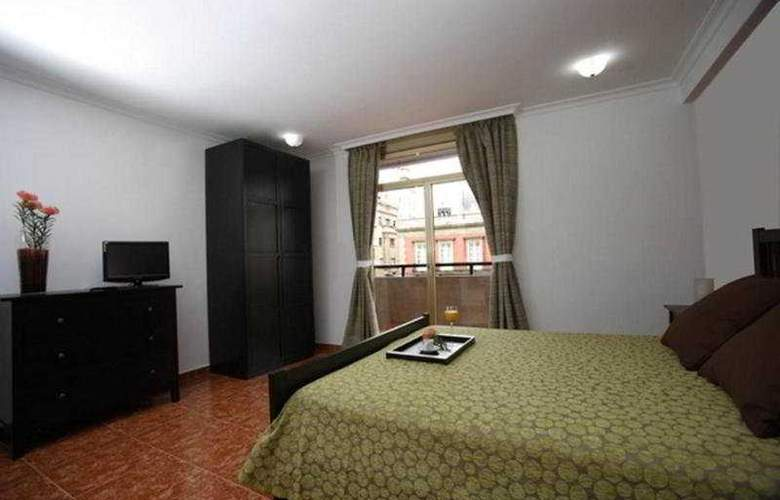 Adonis Capital - Room - 1