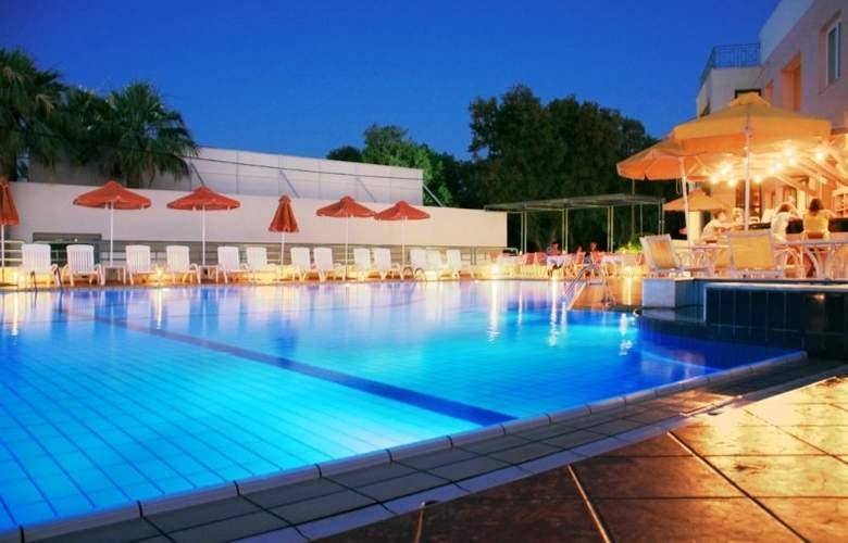 Ilianthos Village Suites - Pool - 6