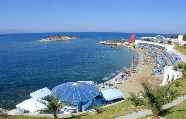 Grand Blue Sky - Beach - 5