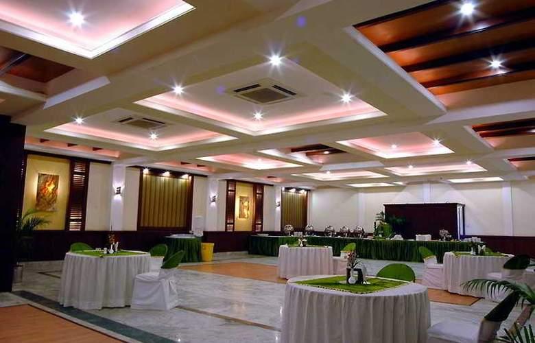 Royale Residency - Restaurant - 4