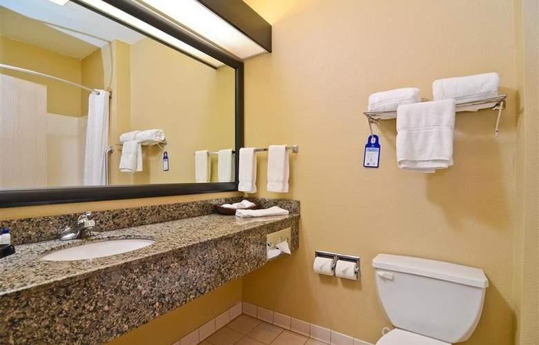 Best Western Plus Macomb Inn - Room - 43