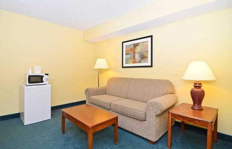 Best Western Ambassador Inn & Suites - Hotel - 17