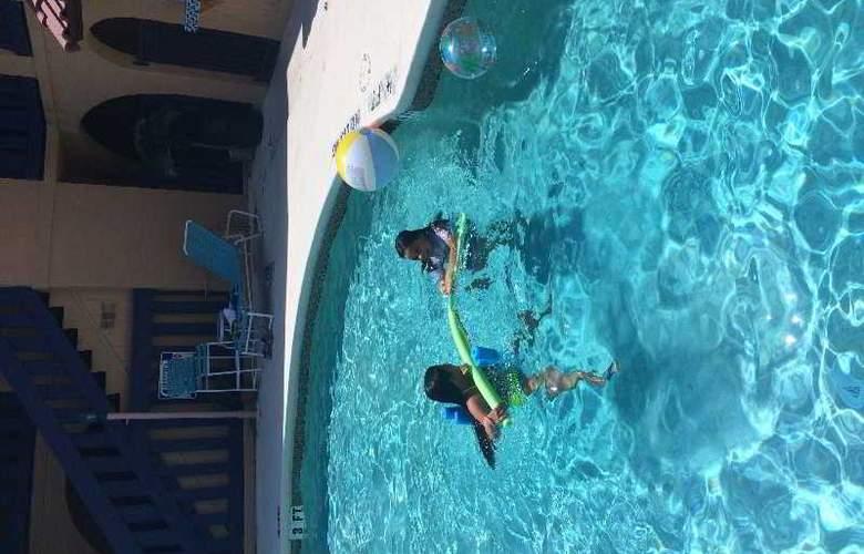 Sevilla Inn - Pool - 9