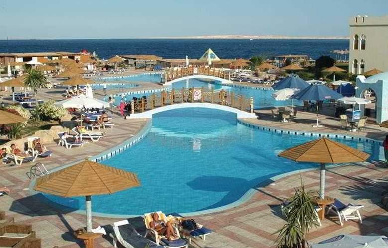 Sea Club Resort - Pool - 4