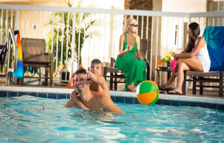 Hampton Inn & Suites Phoenix- Tempe -ASU - Pool - 9
