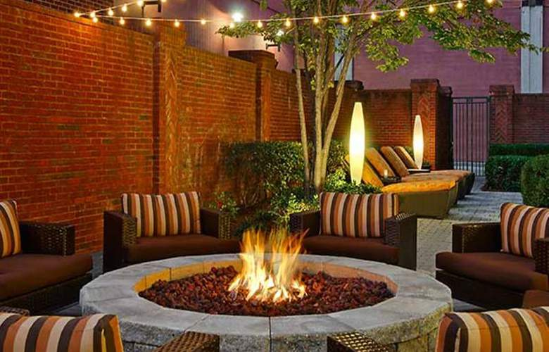 Courtyard by Marriott Chattanooga Downtown - Terrace - 12