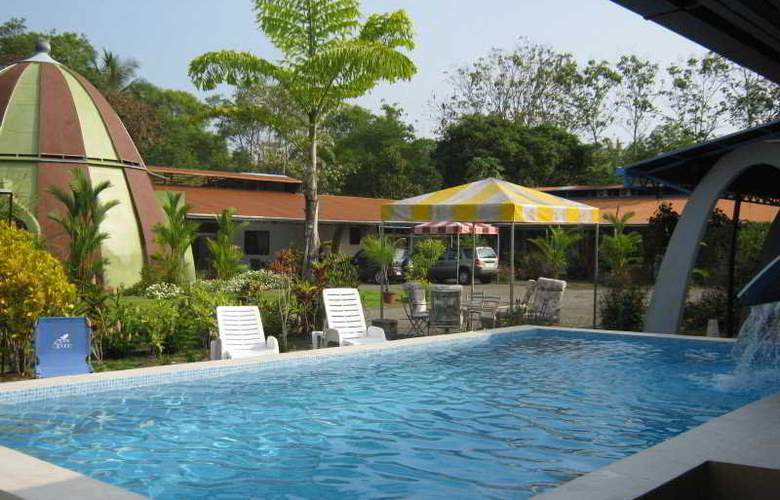 Kayak Lodge - Pool - 6