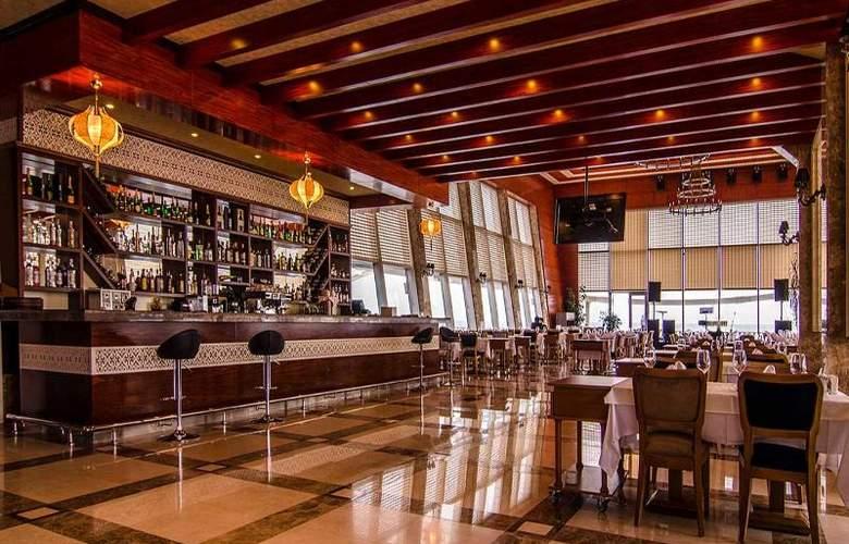 Ramada Baku Hotel - Bar - 22