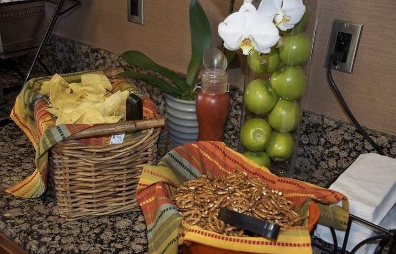 Best Western InnSuites Phoenix - Restaurant - 90