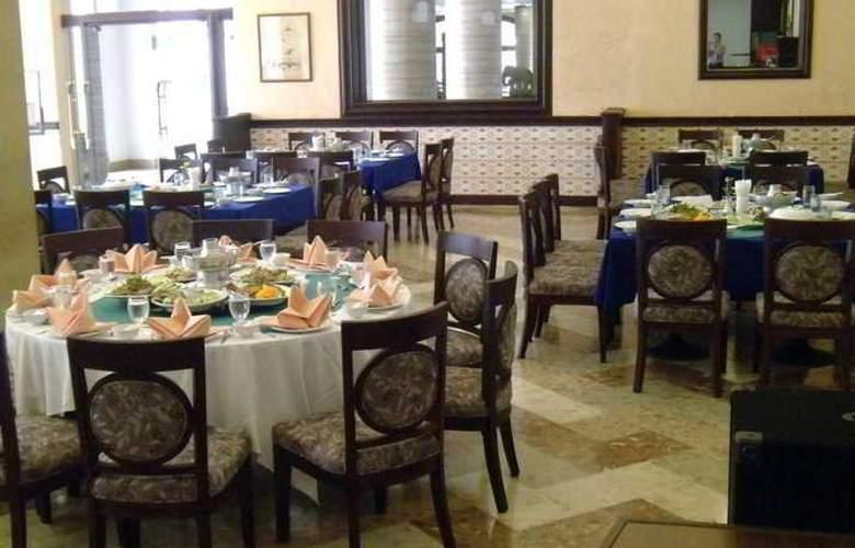 Mayflower Grande Hotel Phitsanulok - Restaurant - 4