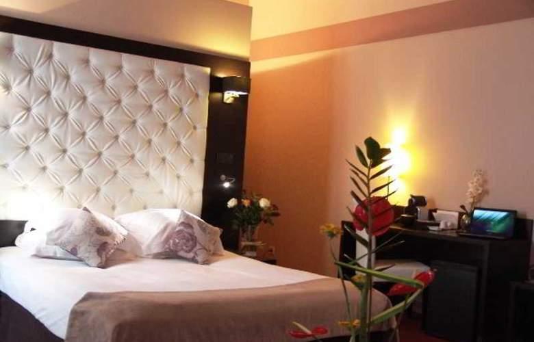 New Hotel de la Baume - Room - 8