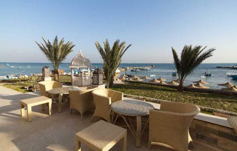 The Three Corners Royal Star Beach Resort - Terrace - 42