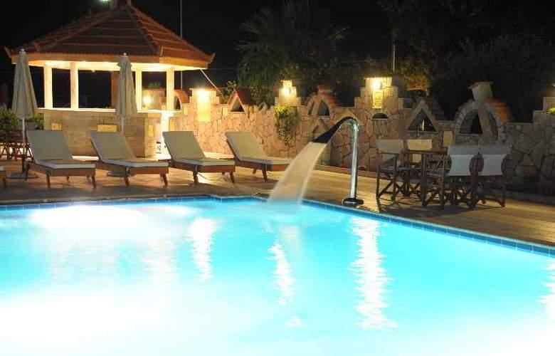 Evalia Apts - Pool - 11