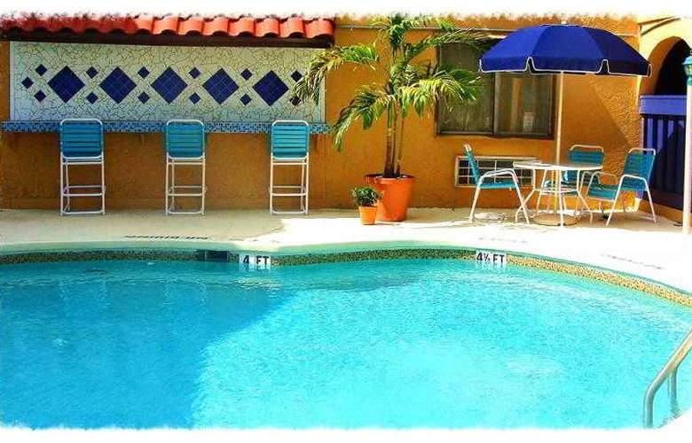 Sevilla Inn - Pool - 7