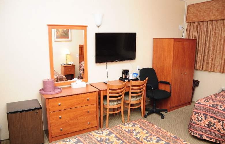 The JFK Inn - Room - 8
