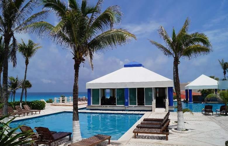 Solymar Beach Resort - Restaurant - 27