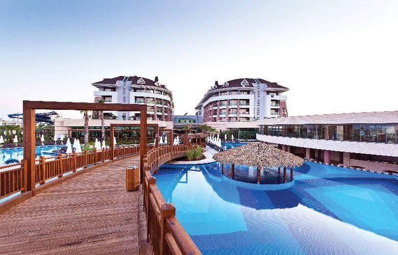 Sherwood Dreams Hotel - Pool - 13