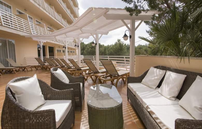 Azuline Bahamas - Terrace - 7
