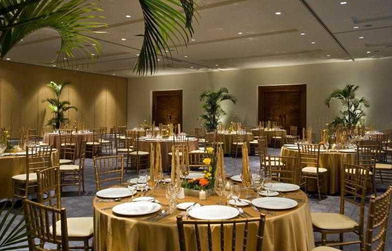 Sheraton Buganvilias Resort & Convention Center - Restaurant - 30