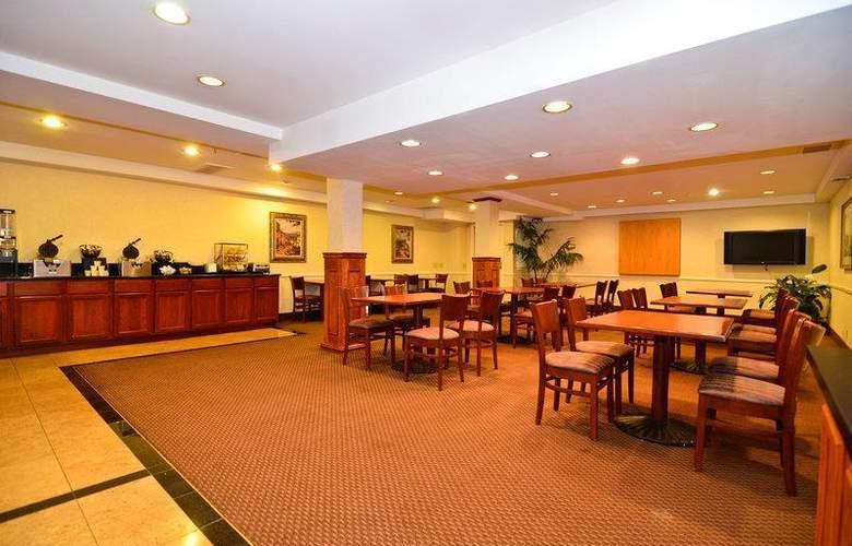 Best Western Plus Laguna Brisas Spa Hotel - Restaurant - 49