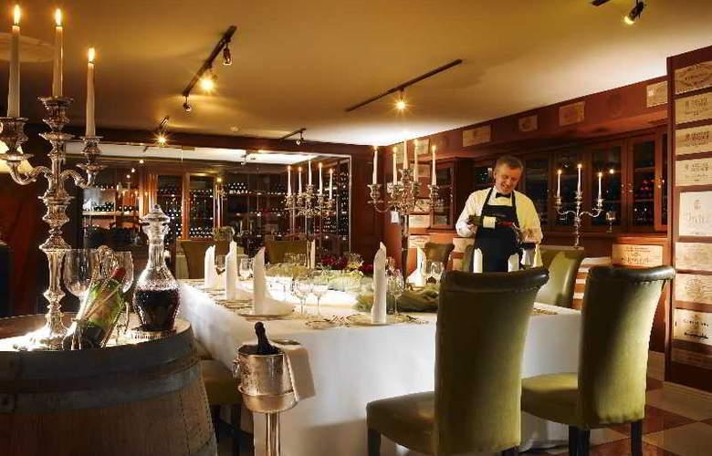Hayfield Manor - Restaurant - 22