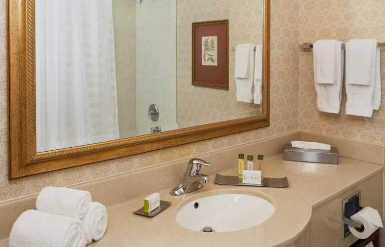Doubletree Fallsview Resort & Spa by Hilton - Room - 5