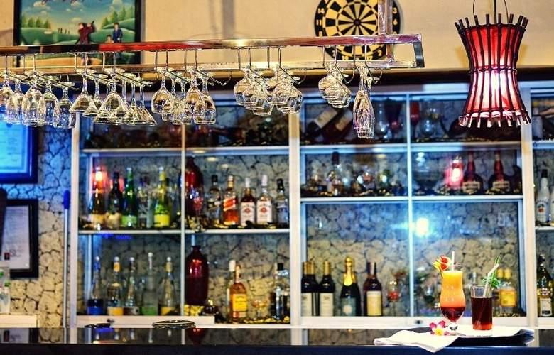 Wina Holiday Villa - Bar - 14
