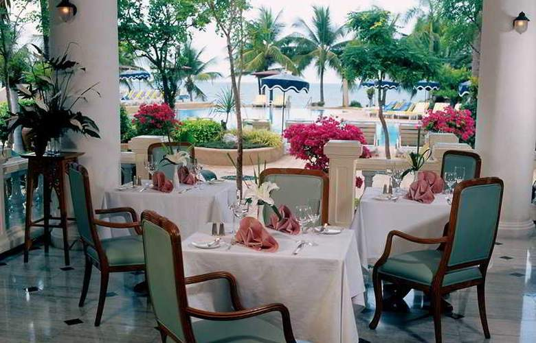 Royal Wing Suites and Spa - Restaurant - 8