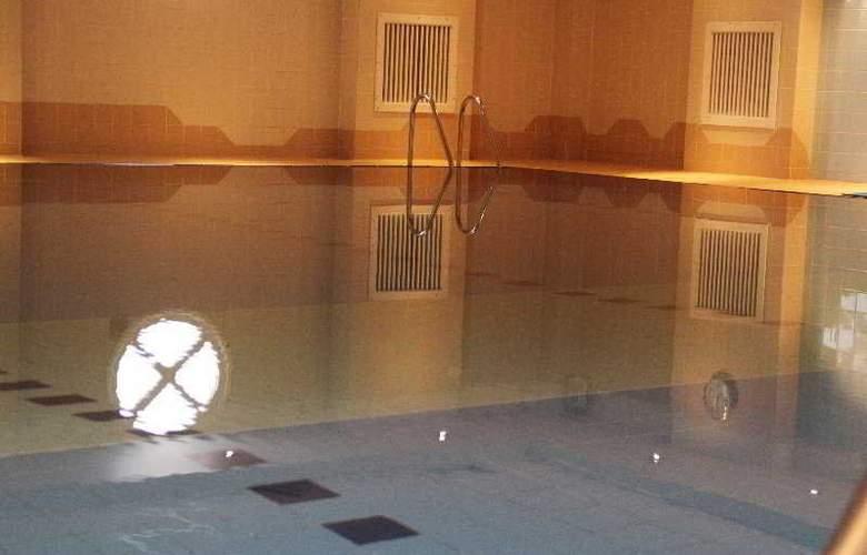 Lansdowne Hotel - Pool - 3