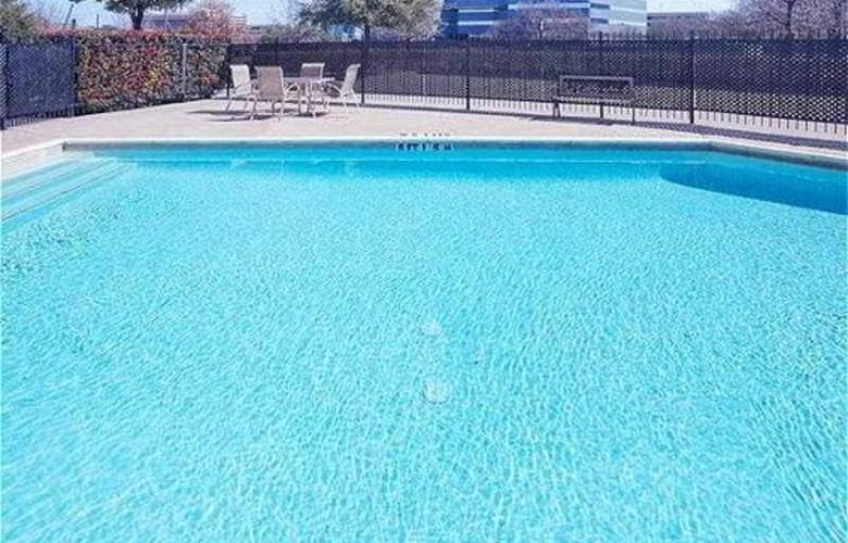 Radisson Hotel Dallas North Addison - Pool - 4