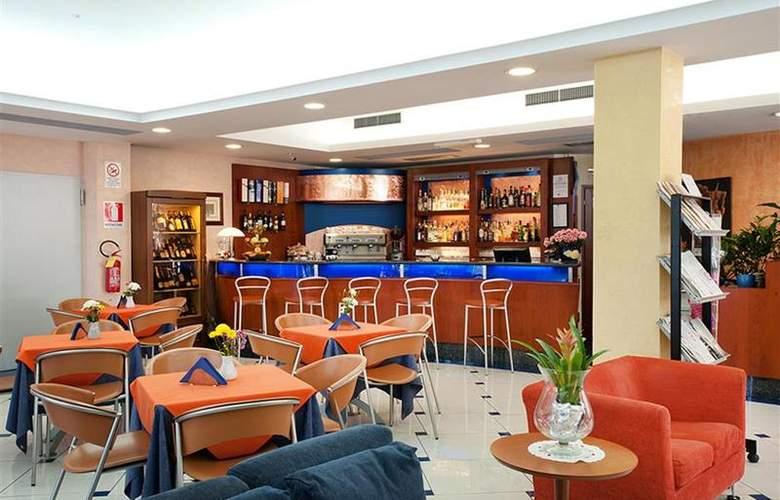 Best Western Blu Hotel Roma - Bar - 82